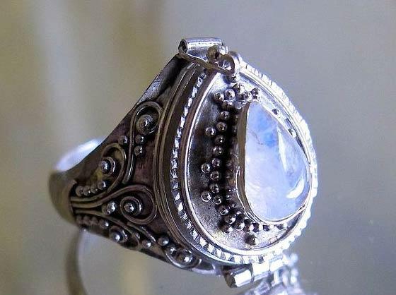 Лунный камень - минерал любви и лунных людей