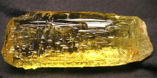 желтый полупрозрачный