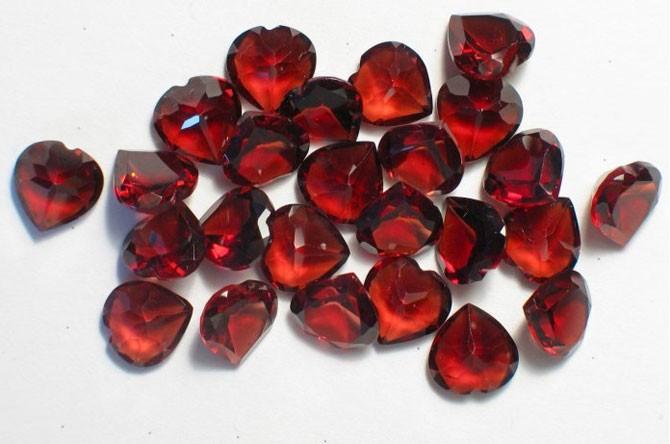 камни в форме сердец