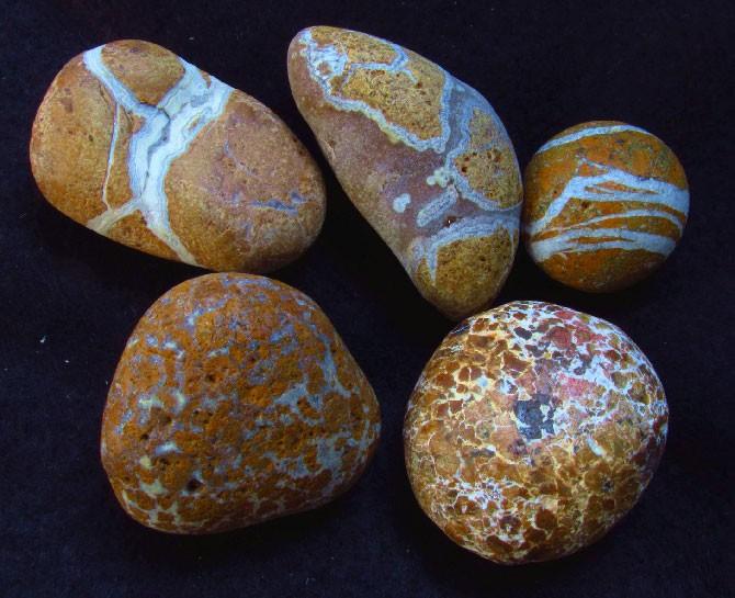 жёлтые камни