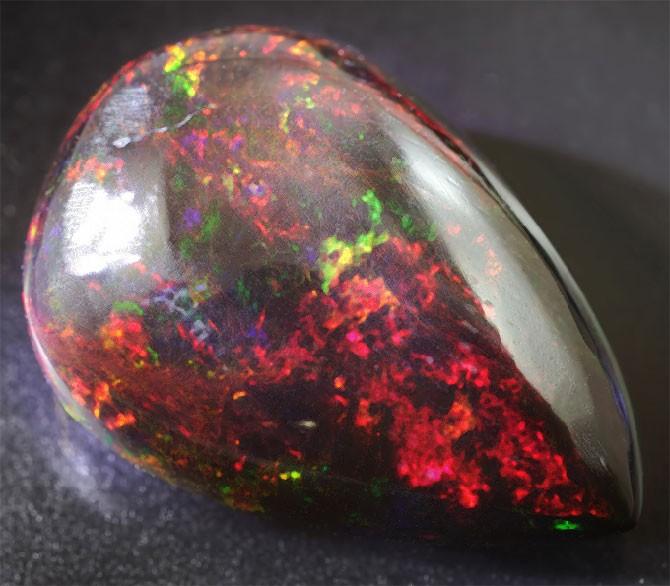 Огненный опал – магические свойства уникального камня