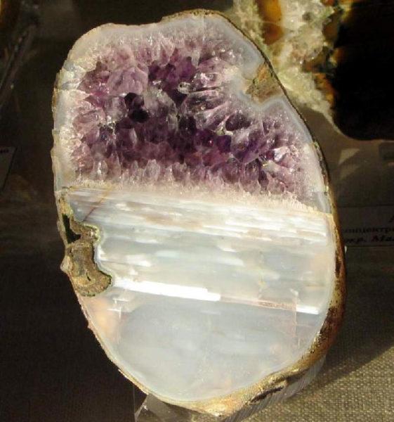 серый минерал