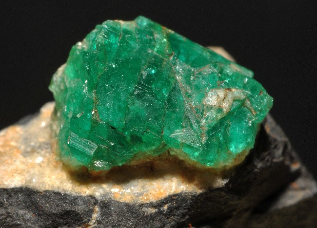 зелёный камень