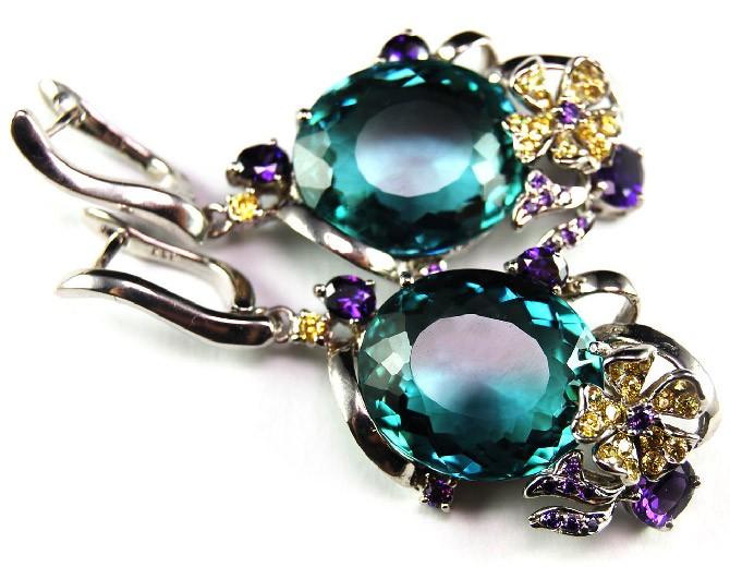 серёжки с голубоватым камне