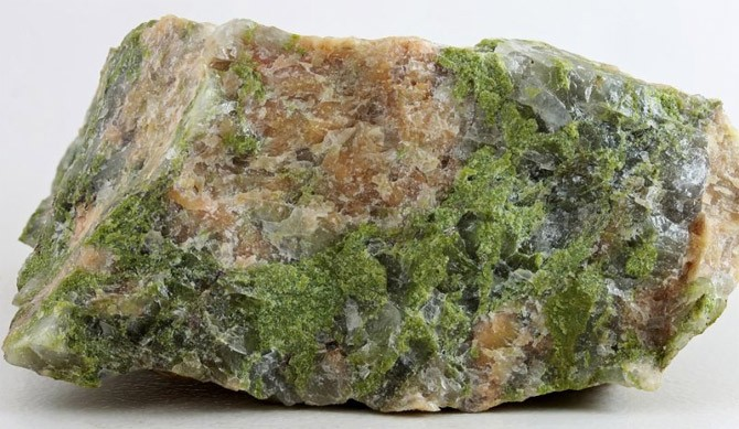 минерал - унакит