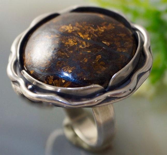 Серебряное кольцо с бронзитом натуральным