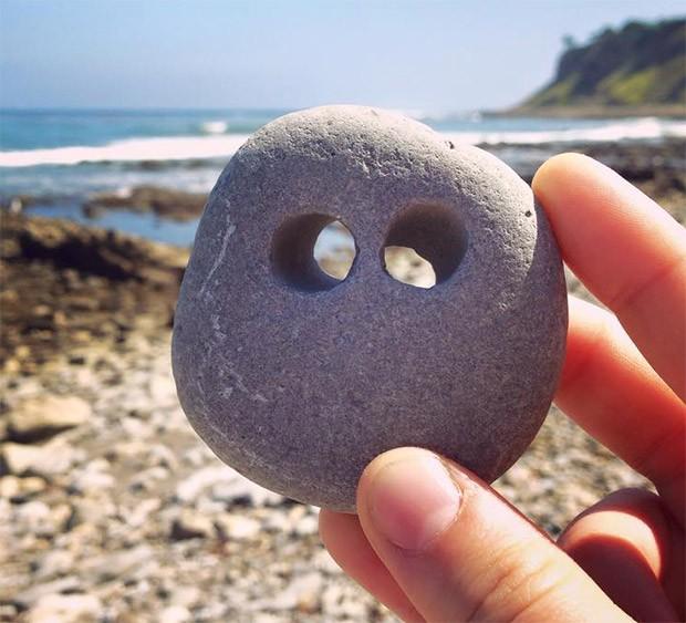 камень с 2мя дырочками