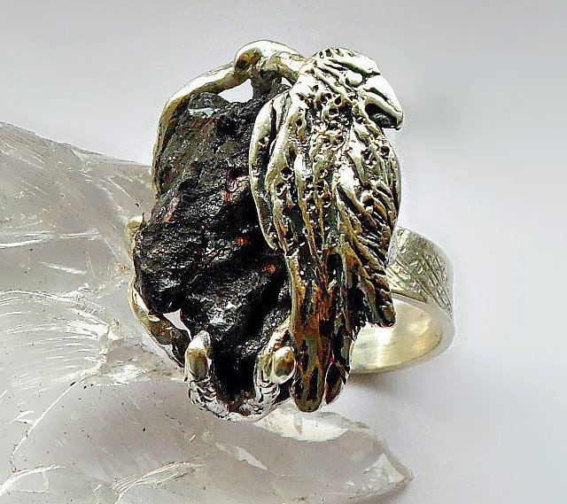 кольцо-с-камнем
