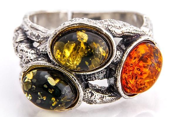 серебряный перстень с янтарём