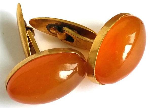 золотые запонки с янтарём