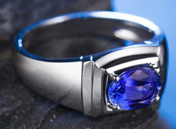 перстень с танзанитом